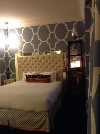 Kimpton Hotel Monaco Philadelphia : relaxing theme on room deco