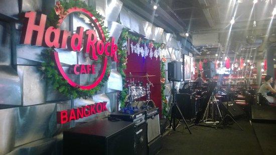 Hard Rock Cafe Bangkok : HRC inside