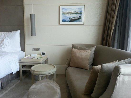 Hotel Nikko Saigon: Spacious room on the Club floor