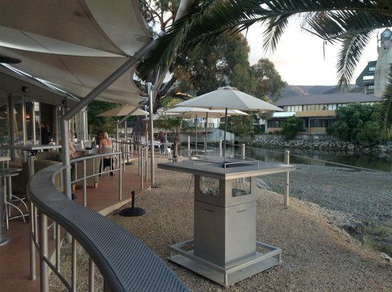 Trailways Hotel Nelson: View from bar area to the rear of the hotel, overlooking the river.
