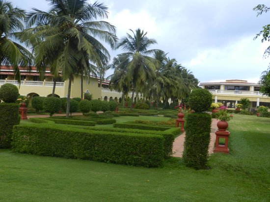 The LaLiT Golf & Spa Resort Goa: Green area on the way to Golf Course