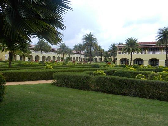 The LaLiT Golf & Spa Resort Goa: Green belt outside hotel