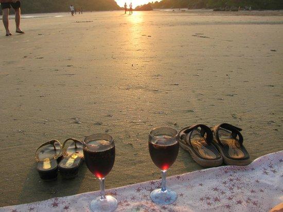 Wavelet Beach Resort: Palolem beach sunset time