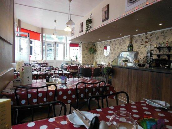 Cafe & Bistro On The Corner: inside