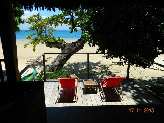 Tsara Komba Luxury Beach Forest Lodge: Private sunning area outside room