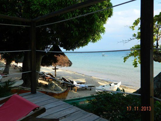Tsara Komba Luxury Beach Forest Lodge: Beach in front of room