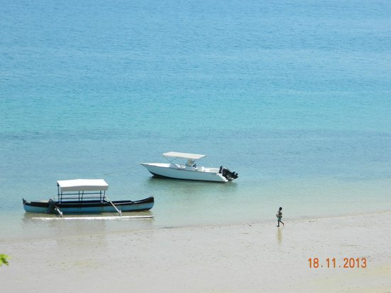Tsara Komba Luxury Beach Forest Lodge: The dive boat that comes to collect you