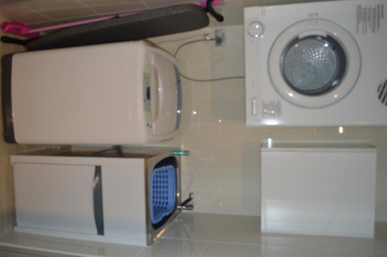 Meriton Serviced Apartments Brisbane on Herschel Street: 1 bed - laundry area