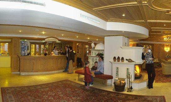 Bergheimat Hotel: Rezeption und Lobby