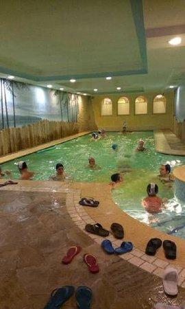 Albergo Dimaro: piscina