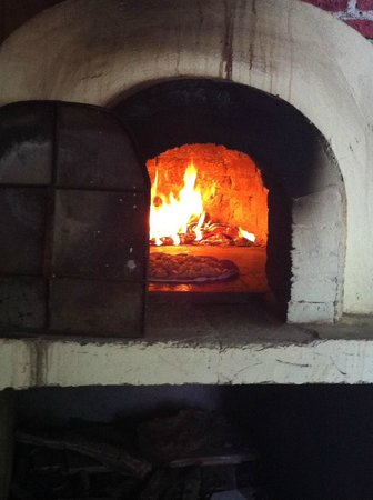 Superman Pizzaria ItalianRestaurant & Bar: Wood burning oven - my pizza baking