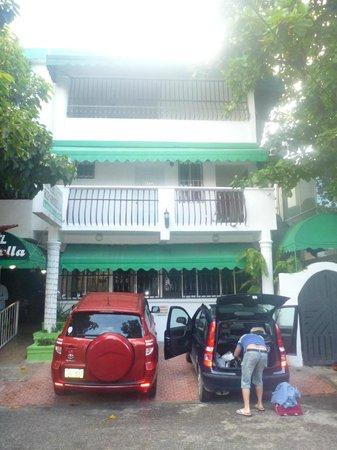 Hotel Riparbella : Фасад и парковка