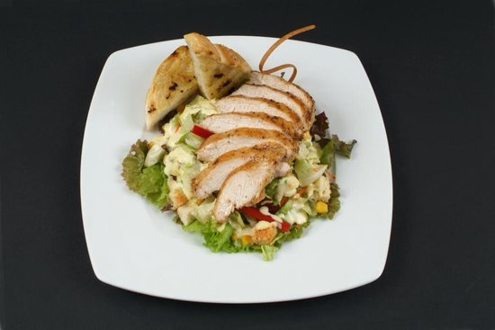 Moby Dick : Grilled Chicken Brest On Salad leaves