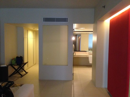 The Picasso Boutique Serviced Residences: Walk in closet