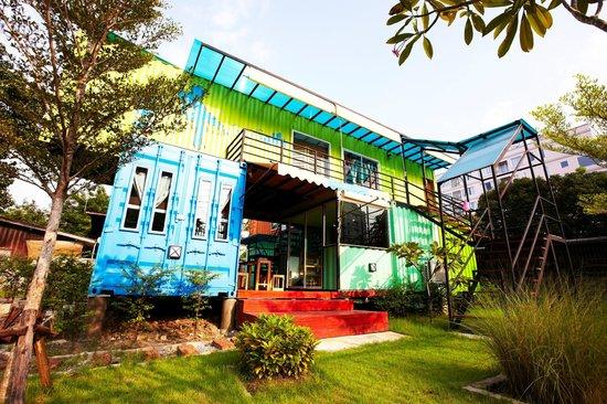 WH Hostel: Exterior