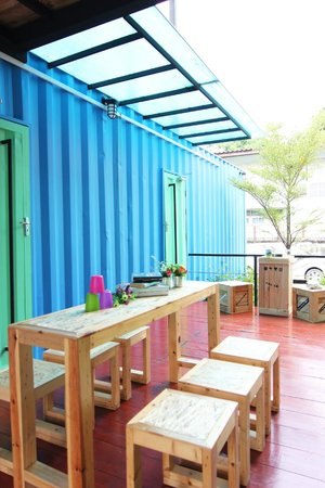 WH Hostel: Outdoor common area