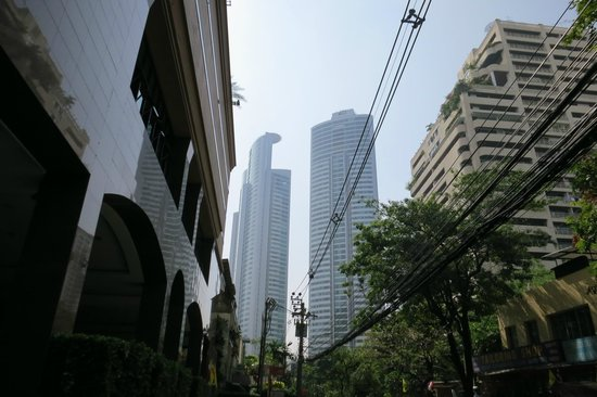 Rembrandt Hotel Bangkok : View from the entrance