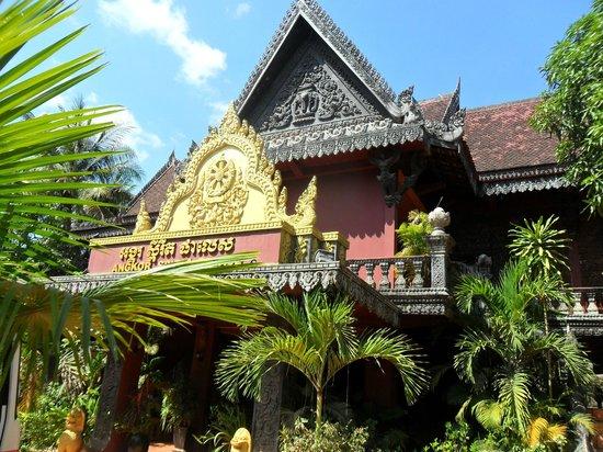 Angkor Spirit Palace: Front of hotel