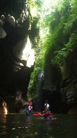 Millenium Cave: .