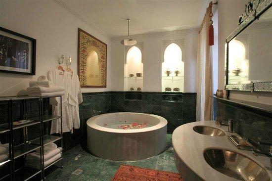 Palais Khum: Salle de bain de la Grande suite