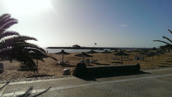 Sheraton Fuerteventura Beach, Golf & Spa Resort: Beach on the other side of Sheraton fence