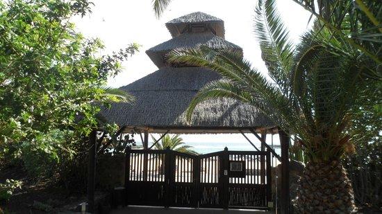 Sheraton Fuerteventura Beach, Golf & Spa Resort: Rear hotel fence & gate