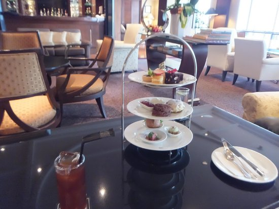 Plaza Athenee Bangkok, A Royal Meridien Hotel : アフタヌーンティー