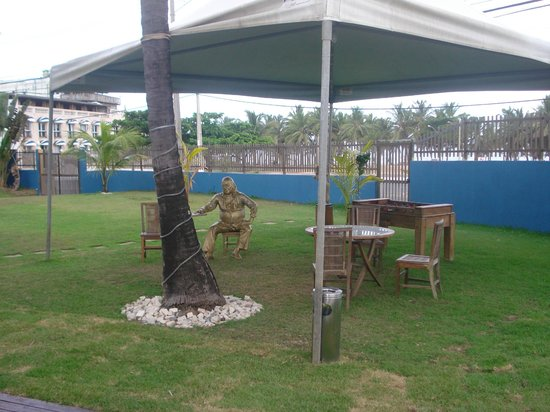 Mar Brasil Hotel: Estátua de Vinicius de Moraes