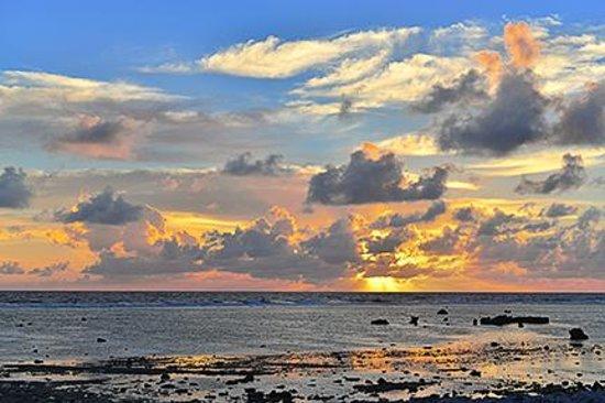 Aitutaki Lagoon Resort & Spa : Sunrise on Akitua