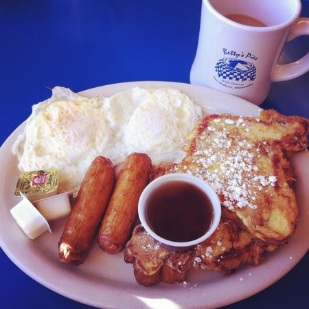 Grand Superior Lodge : Breakfast at Betty's Pies in Two Harbor