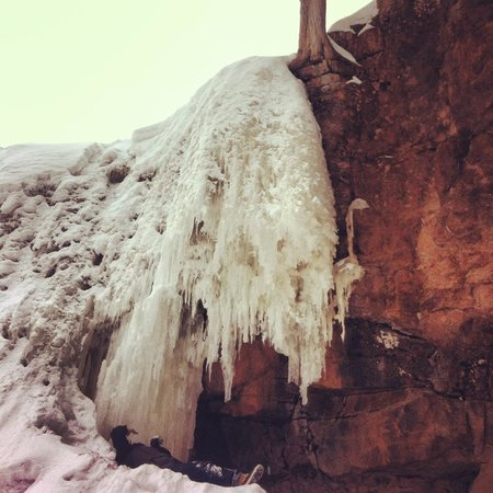 Grand Superior Lodge : Frozen waterfalls at Gooseberry State Falls