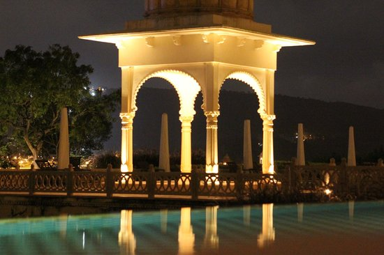 The Oberoi Udaivilas: view of the common pool