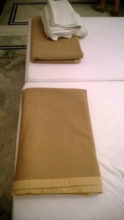 Hotel Devraj Niwas: Pitiful bedding in winter