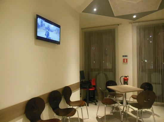 Esco Hotel Milano: TV area