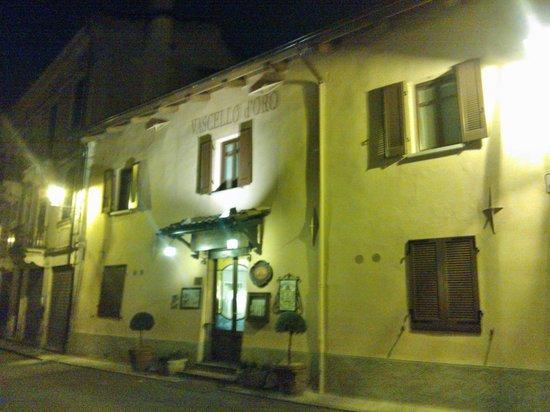 Trattoria Vascello d'Oro: Trattoria, ingresso by night