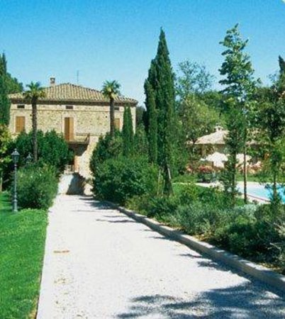 Montecorneo Country House : Vista della villa - Villa View