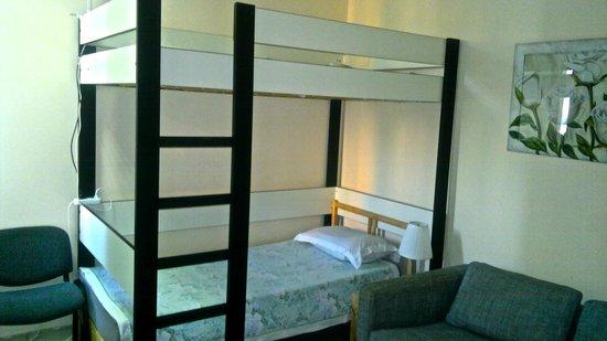 Corona Hostel : 4 bed mixed dorm