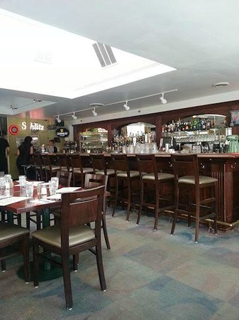 Alexander's Restaurant & Bar : Upper lounge and dining area