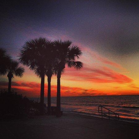 Coconut Inn : Sunset at Pass a Grille Beach.