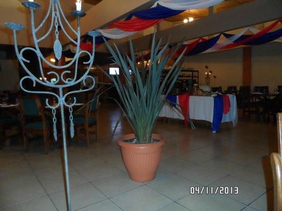 Restaurante Don Luis: Ambiente interno, decoração típica