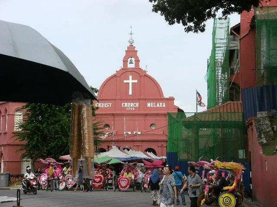 Christ Church: マラッカのキリスト教教会、今のこの国はイスラムですが現役です