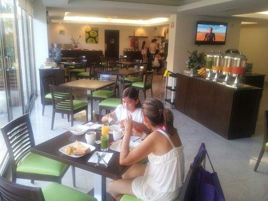 LQ Hotel by La Quinta Cancun: Agradable el comedor
