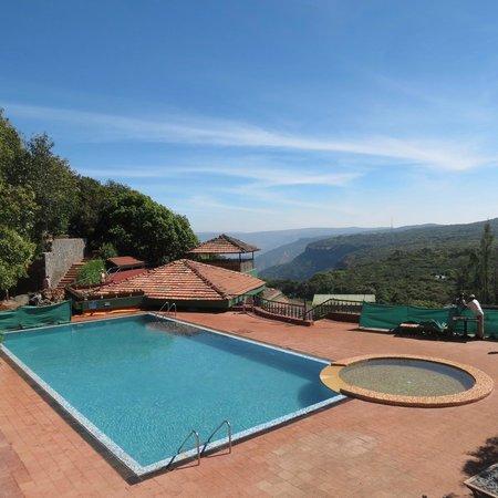 Ramsukh Resorts & Spa: View overlooking valley below