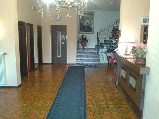 Panoramahotel Pawlik: reception, elevator