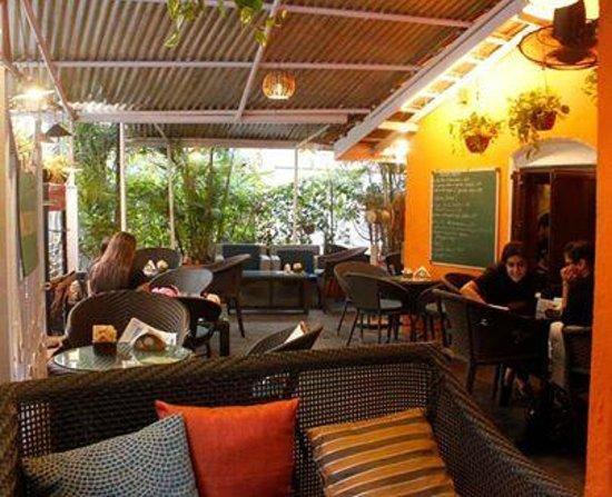 bagel shop: Outdoor seating