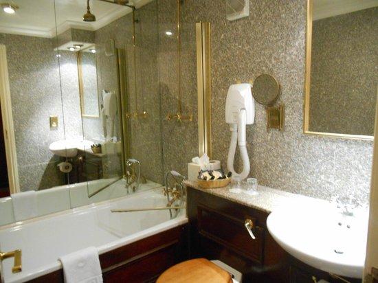 The Gallery Hotel : banheiro