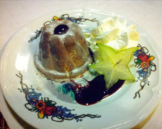 Gurtlerhoft: Kougloff glacé et coulis de fruits rouges