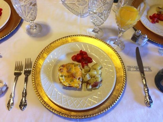 Brenham House Bed and Breakfast: Beautiful Breakfast
