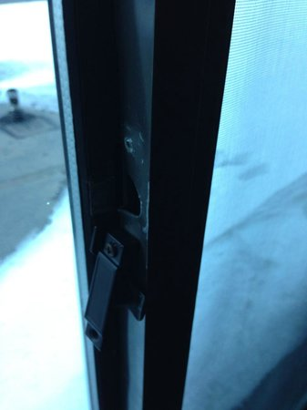 DoubleTree by Hilton Breckenridge: broken lock on second room allowing ANYONE to access our room!