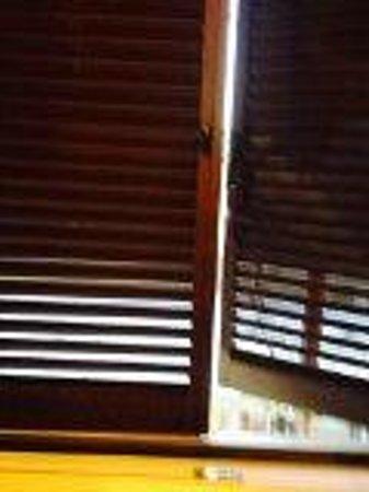 Hotel Scott House : Volet fermer échafaudage sur la façade